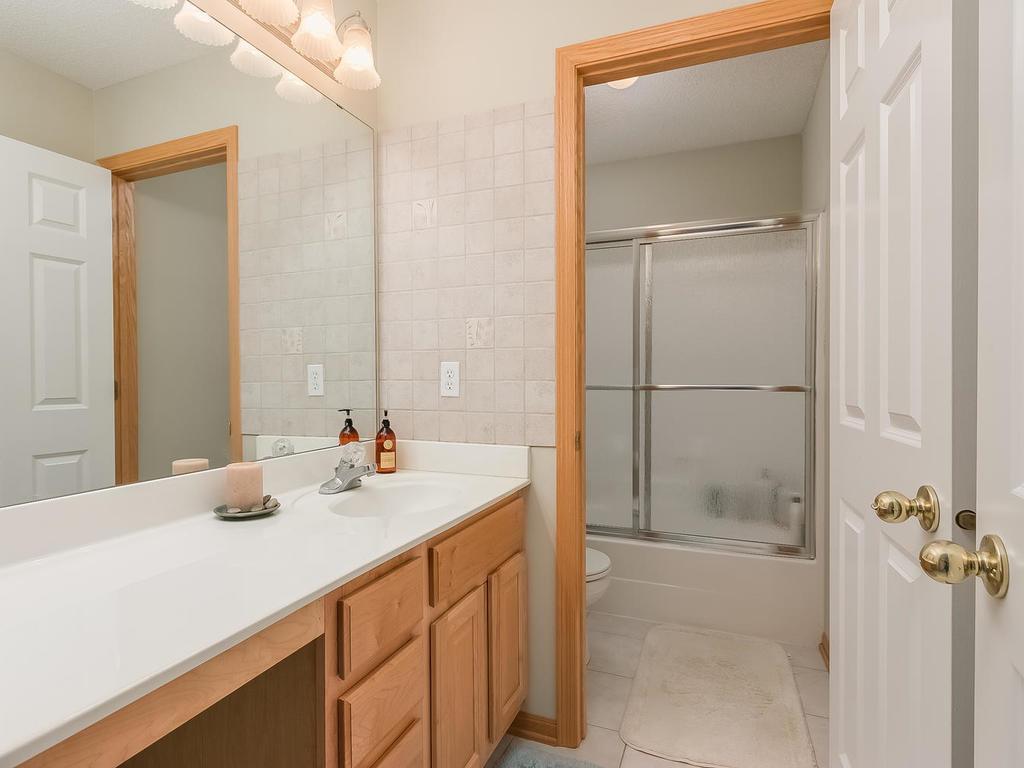 Second upper level full bath.