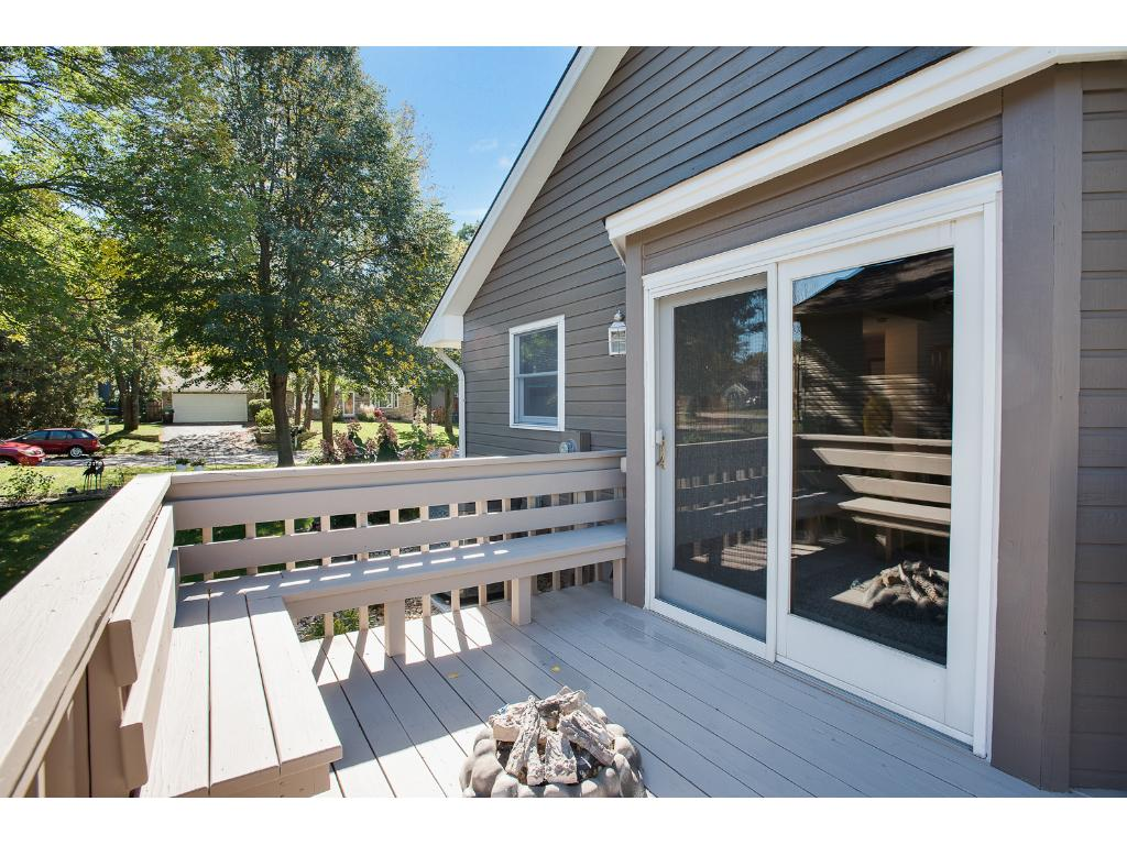 Deck with gas fire-pit and gas grill built-in!