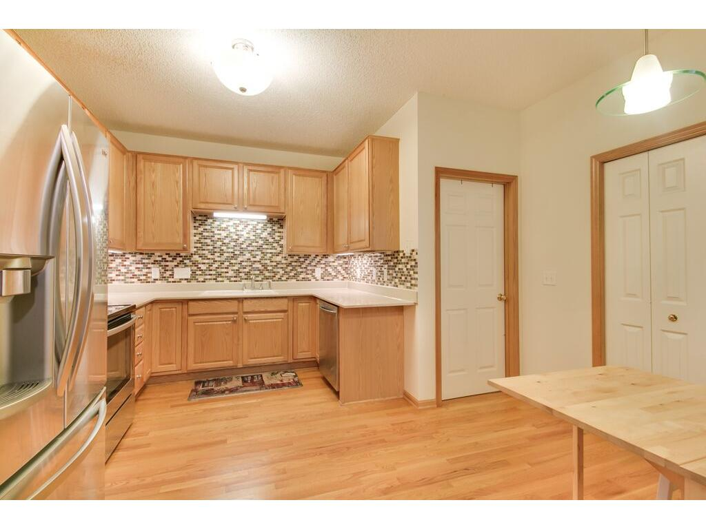 Amazing kitchen! Brand new quartz countertops. Upgraded stainless steel appliances.