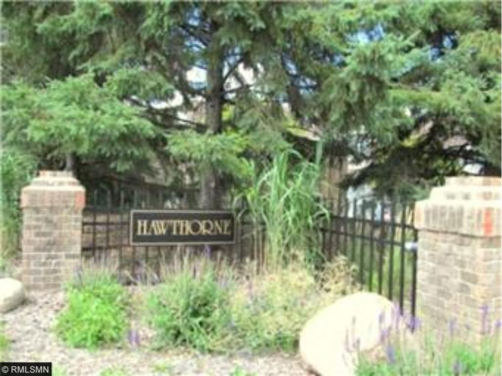 CLEAN 2BR 11/2 BATH TOWNHOME IN OUTSTANDING QUIET LOCATION CLOSE TO EVERYTHING. BUILDING ABUTS E.P.WILDLIFE PARK/POND ~ FAST POSSESSION