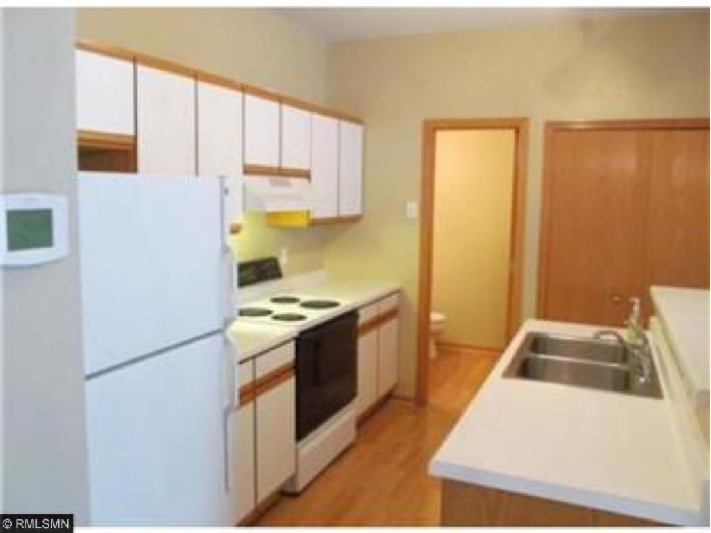 SPACIOUS / OPEN KITCHEN W/ PLENTY OF CABINETS/COUNTERTOP SPACE