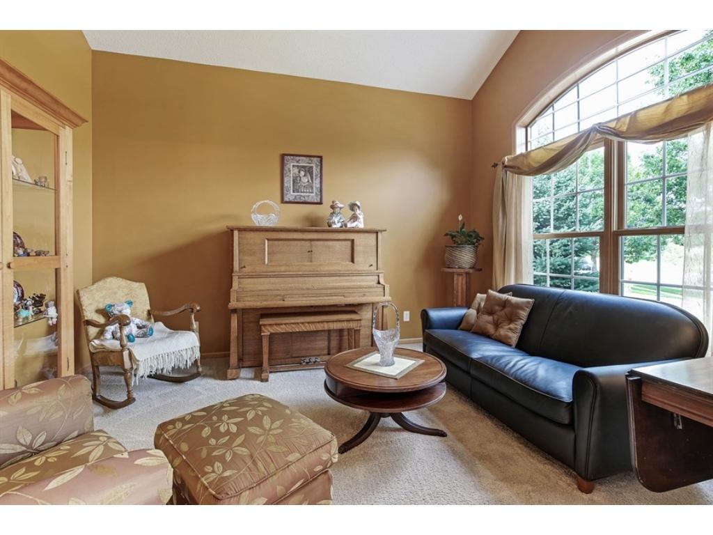 Formal living/sitting room