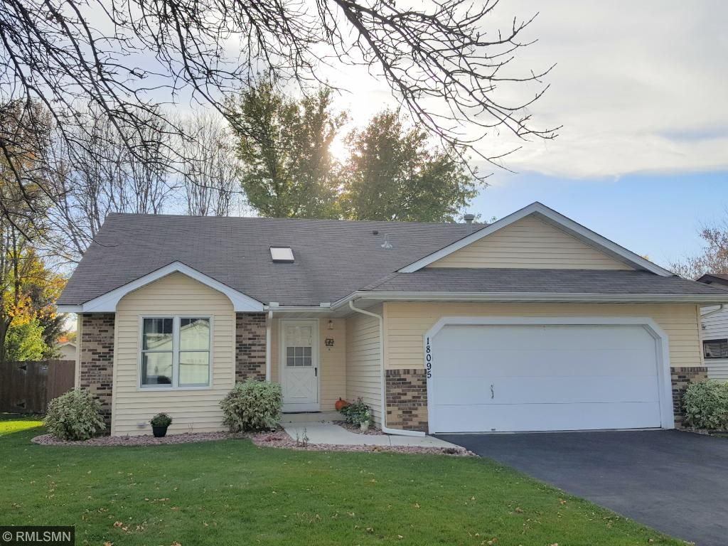 Immaculate condition 3Br, 2BA 3 level split with 1750 FSF.  It will not disappoint!