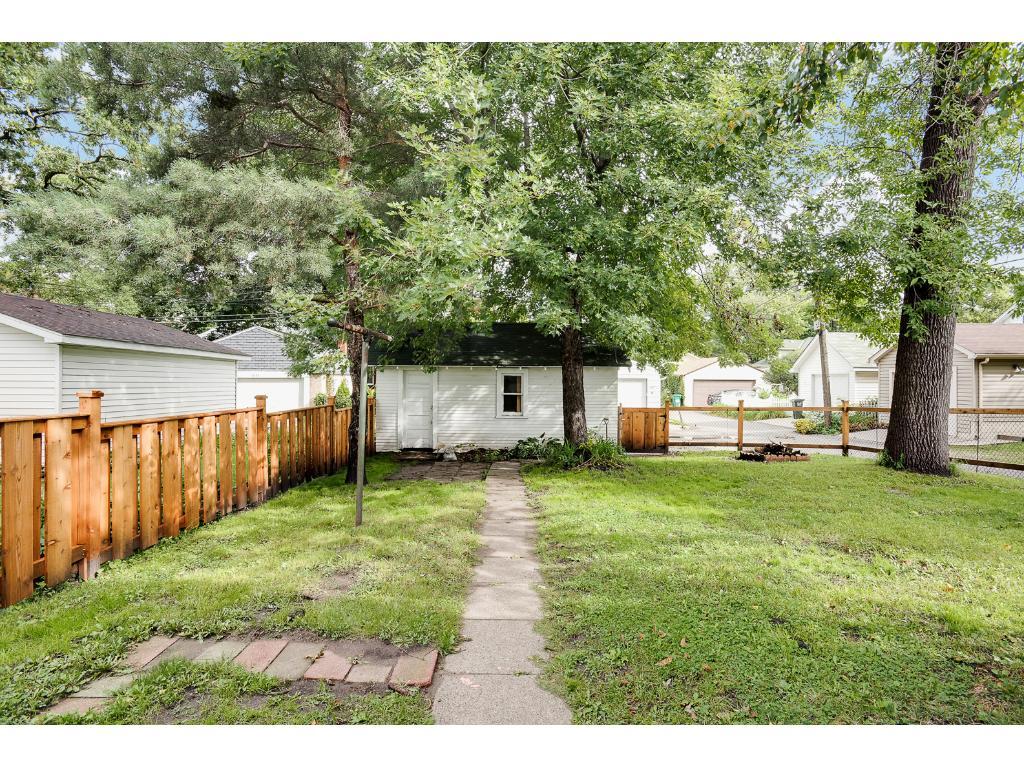 Nice backyard with 1 car garage