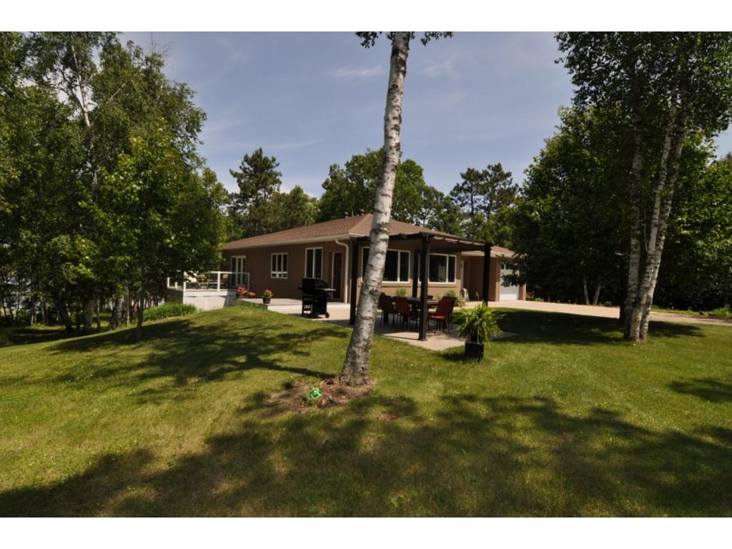 Spacious 3 Bed Bath Year Round Home On Pickerel Lake End Of