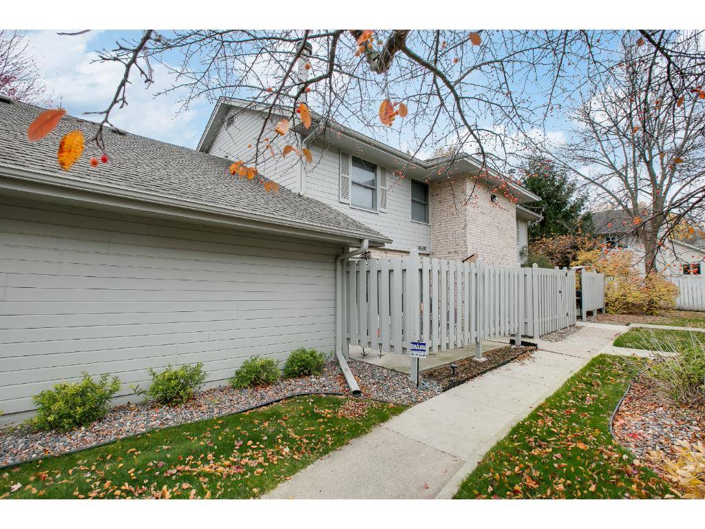This end unit offers great privacy!