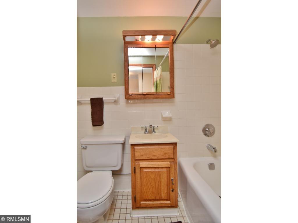 full bath upper level, ceramic tub surround