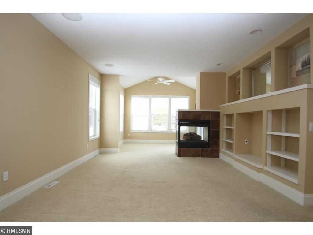 Open floor plan with 9 ft ceilings and built-ins
