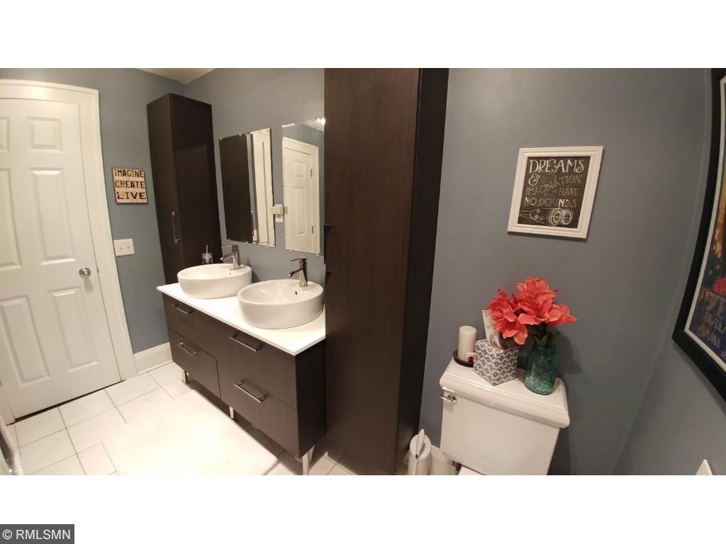 Double sinks in Bathroom
