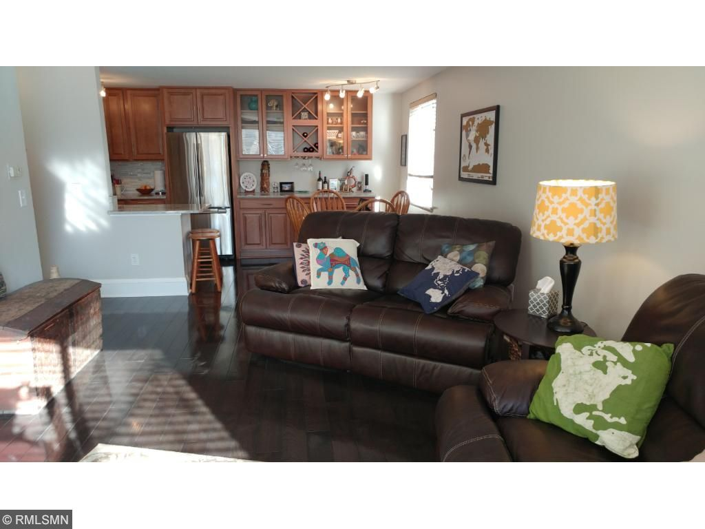 Living Room (20 x 13)