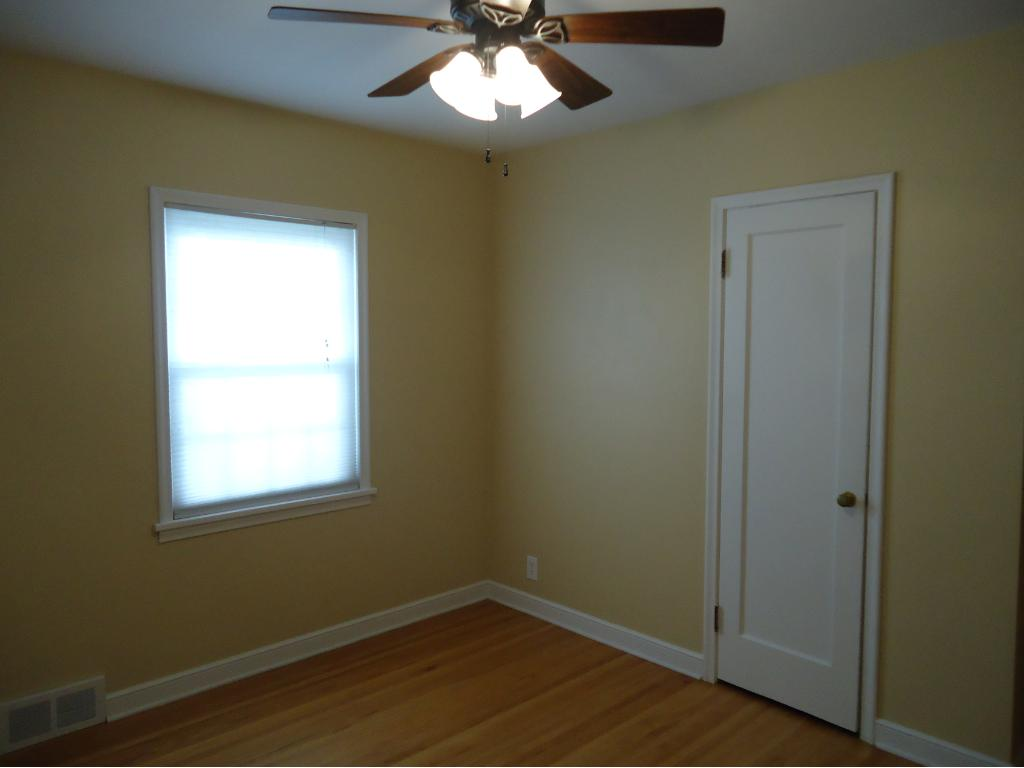 ANOTHER VIEW OF THE 1ST BEDROOM.