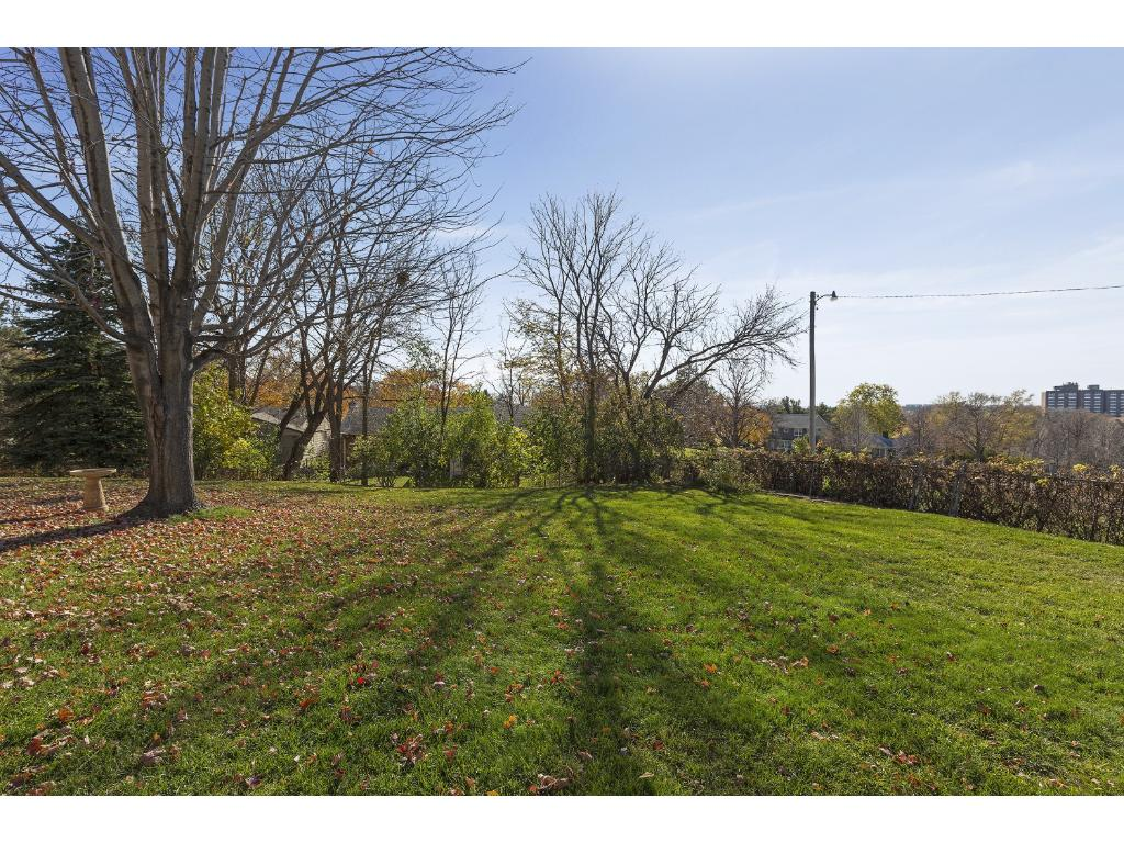 "The Back Yard is AMAZING! The Tranquil, Tree-Top Views of Highland Park and the Mississippi River Valley are mesmerizing. Be sure to ""Walk"" the entire Back Yard during your visit..."