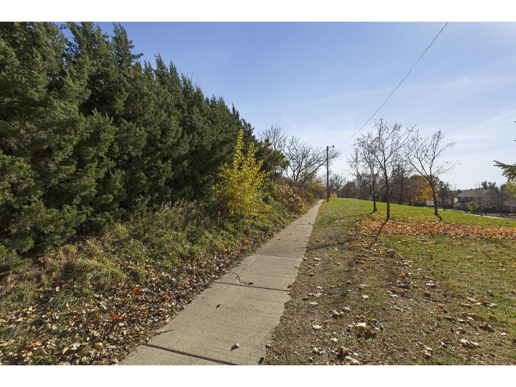 Don't miss the St. Paul Pathway to the West Side of the property! Park & Views outside your doorstep...
