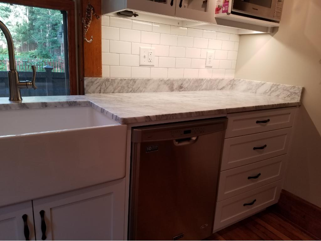 Tasteful and hugely functional kitchen!