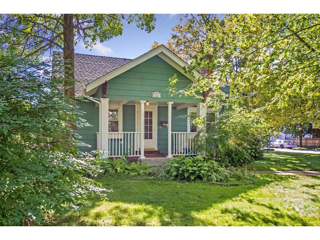 Charming rambler on the greater eastside on a huge corner lot!