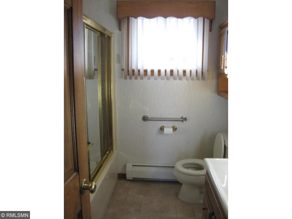 Main floor bath room