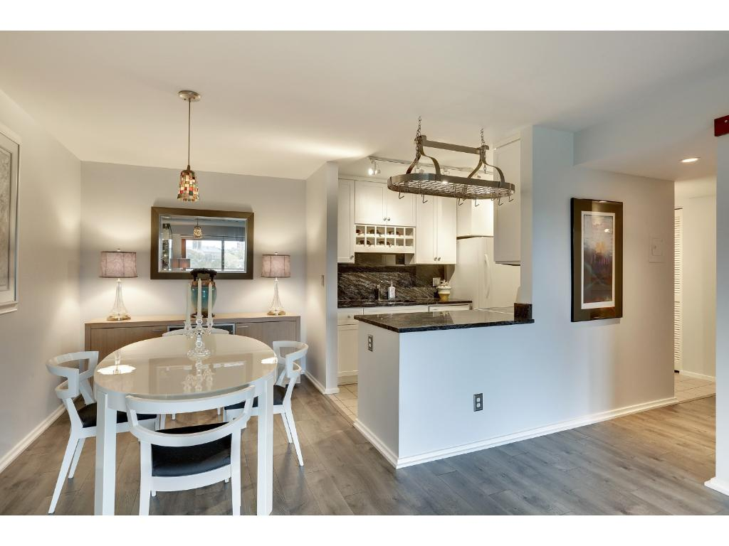 Beautiful unit with 2 bedrooms and 2 bathrooms.