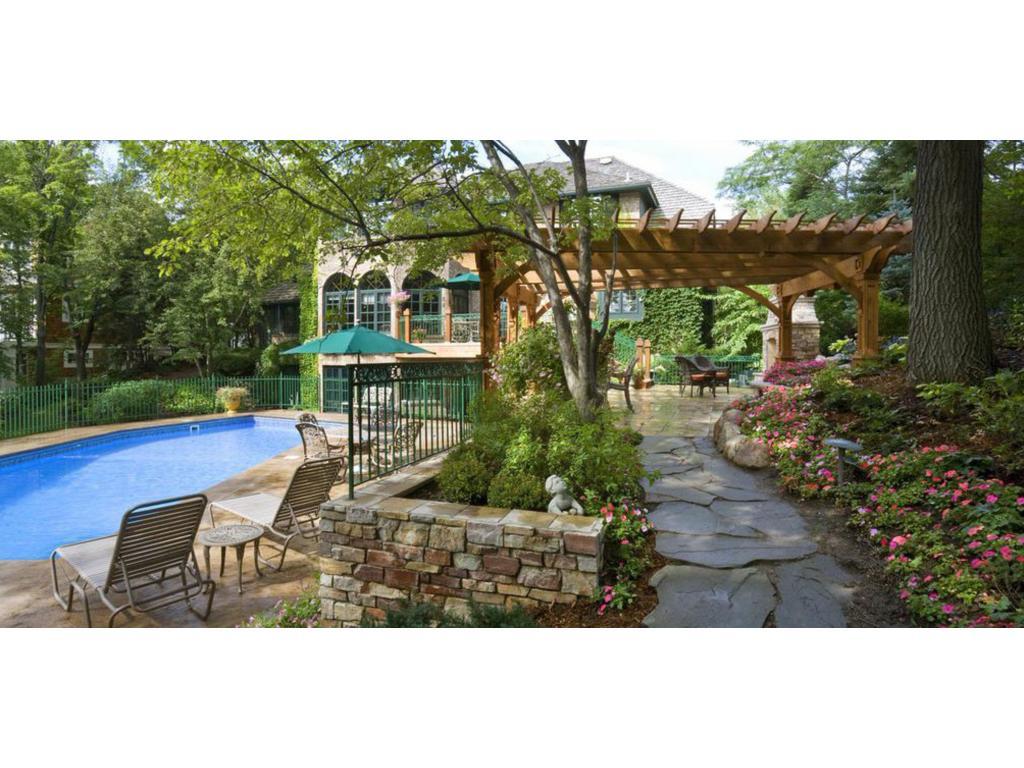 2100 arcade street maplewood mn 55109 mls 4796462 for Maplewood custom homes