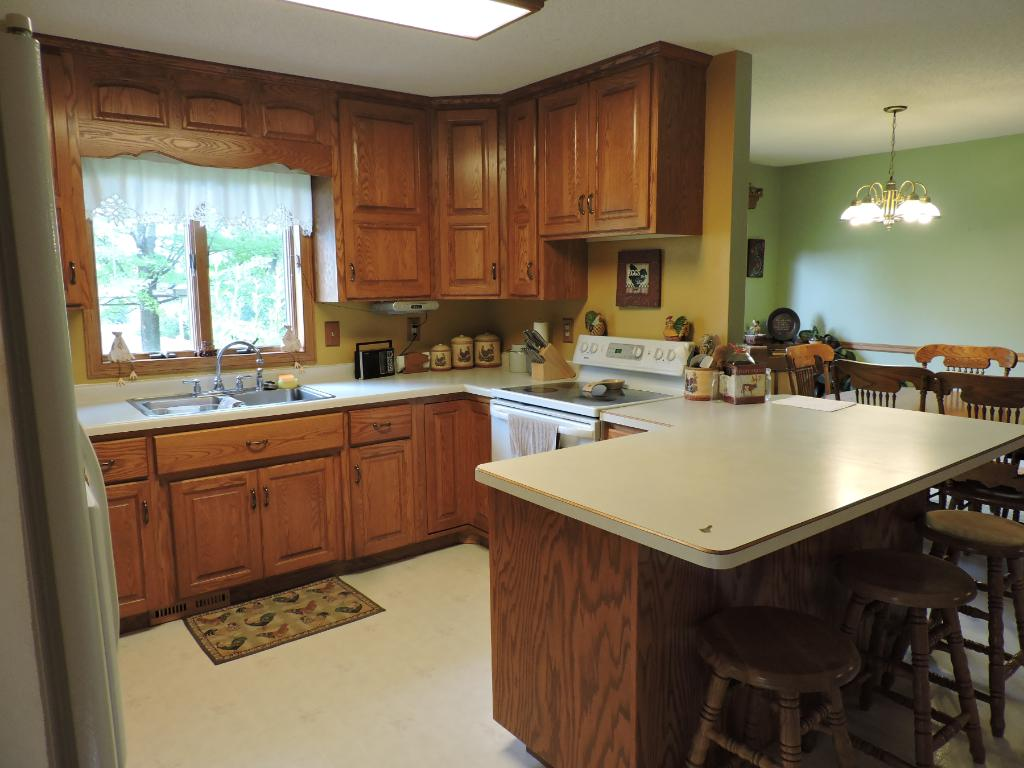 Kitchen w/solid oak cabinets and large peninsula.