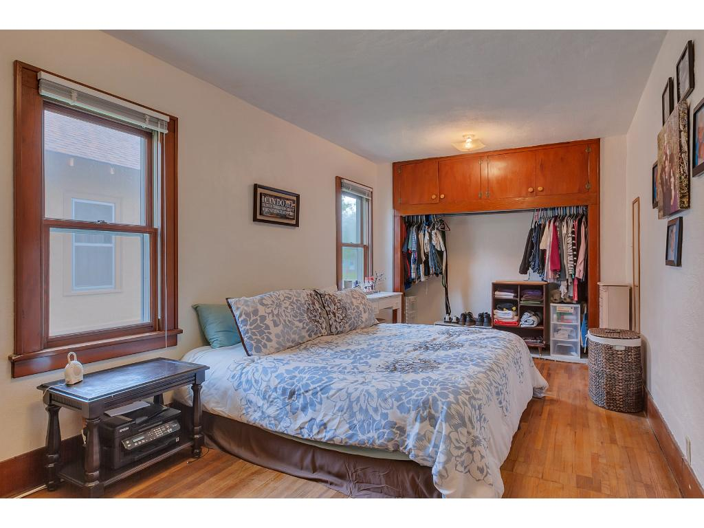 This is a very nice sized bedroom at 10x17 on the main level with those awesome hardwood floors.