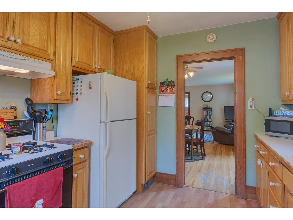 All kitchen appliances can stay with the home.