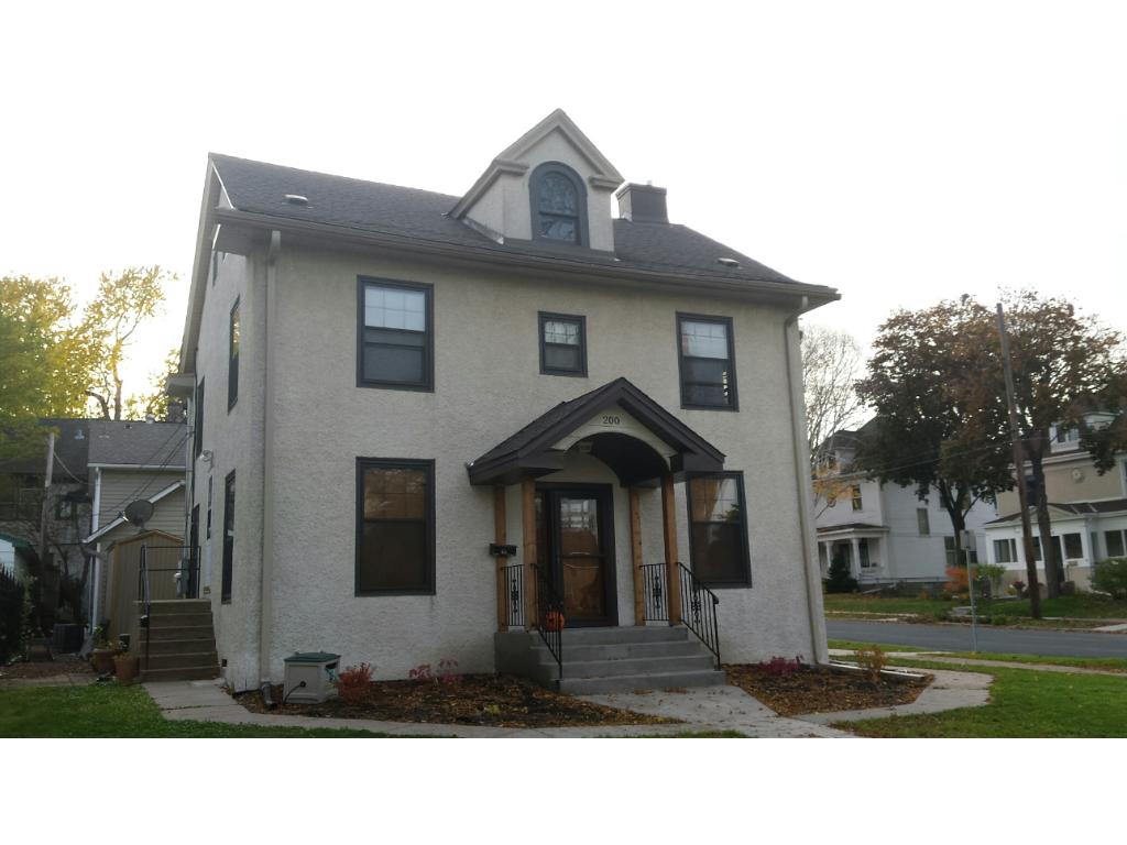 2-STORY DUPLEX WITH STUCCO EXTERIOR IN BRYN MAWR