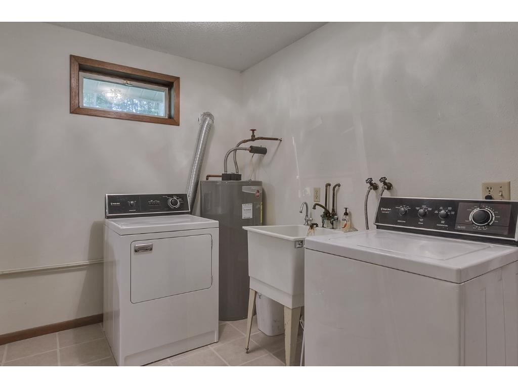 Nice laundry space!