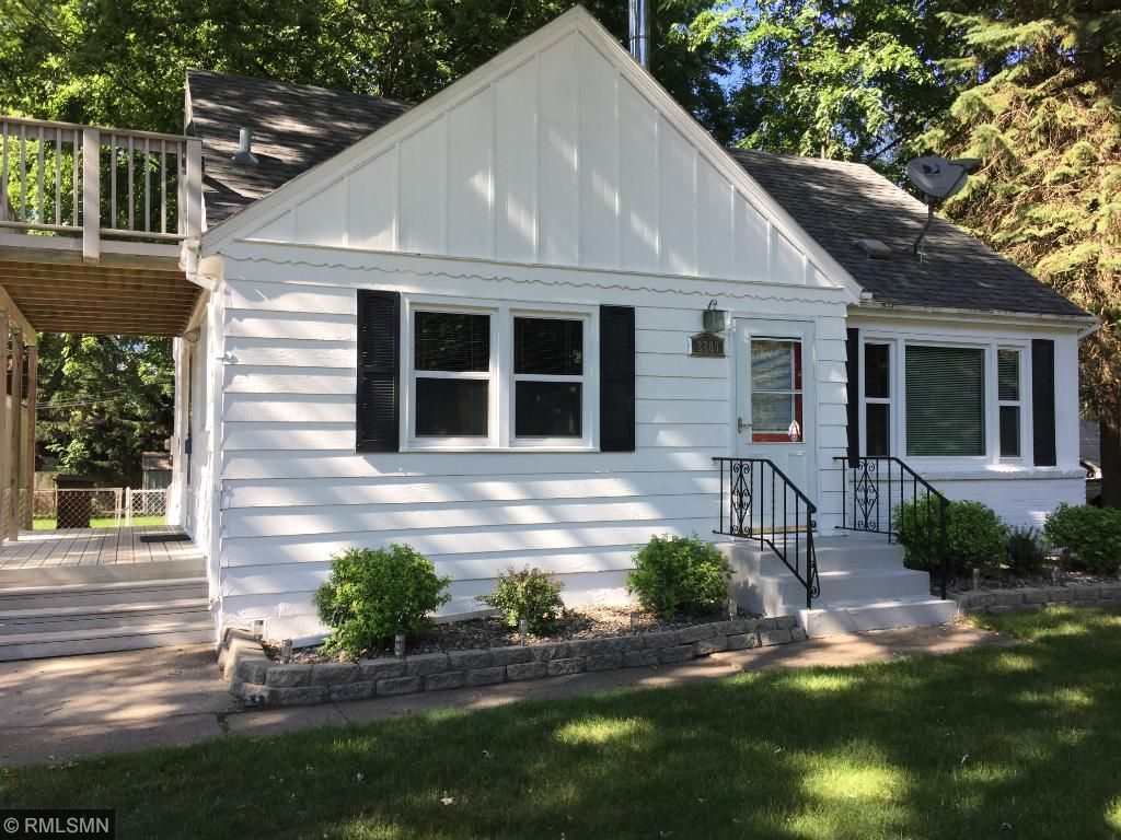 2207 county road f e white bear lake mn 55110 mls 4814789 this charming home is just 2 blocks to white bear lake new paint on exterior mightylinksfo