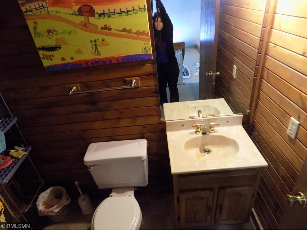 Upper 1/2 bathroom