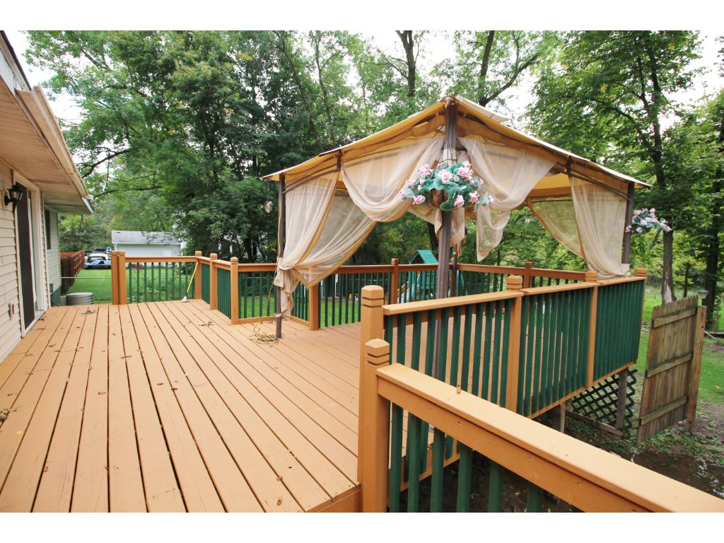 Very large deck !
