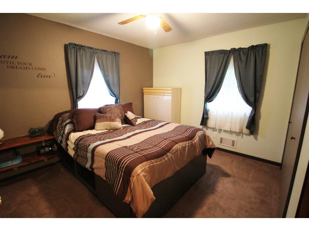 Nice large bedroom.