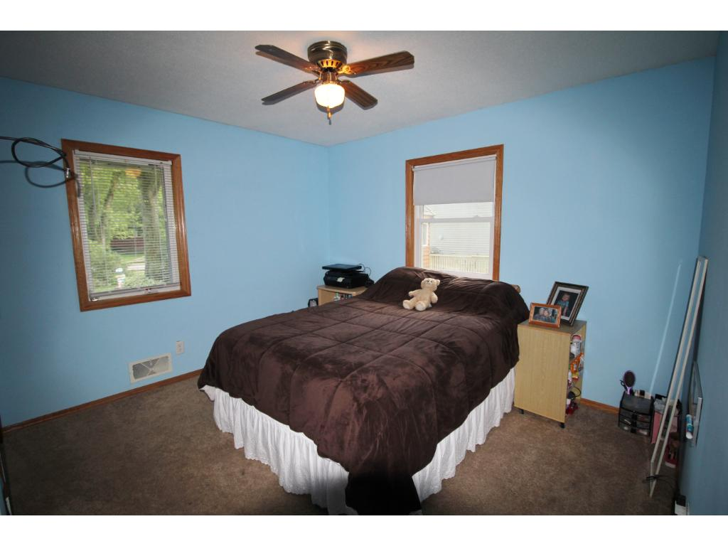 all 3 bedrooms are on the main level.