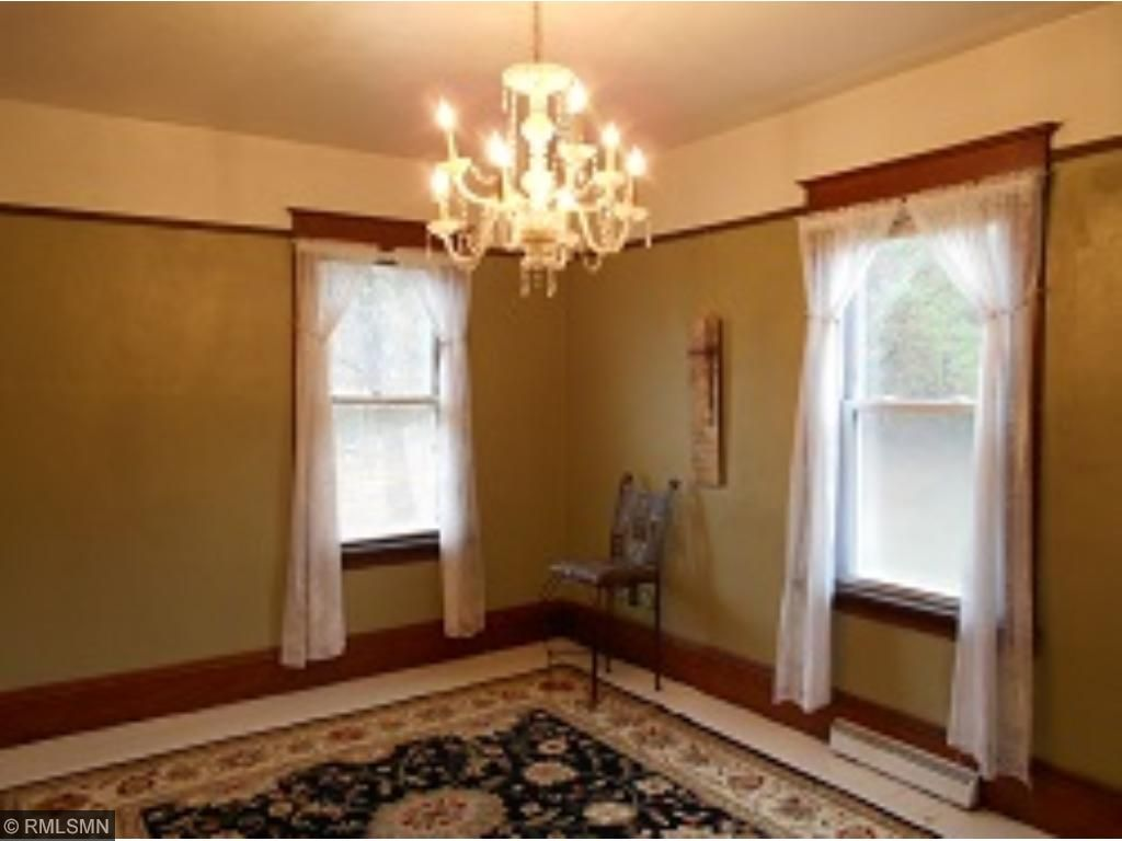 Great Victorian Formal Dining Room, with beautiful chandelier!