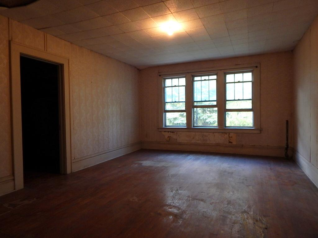 Second floor bedroom with and enormous walk in closet. This fella knew how to build a home.