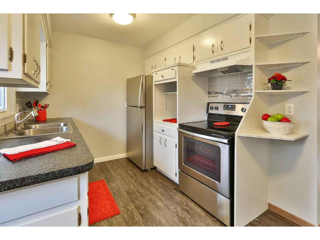 The brand new stainless appliances make cooking a pleasure!