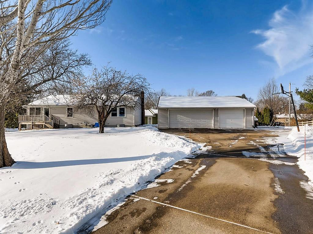 2449 Oak Street White Bear Lake MN 55110 4899899 image1
