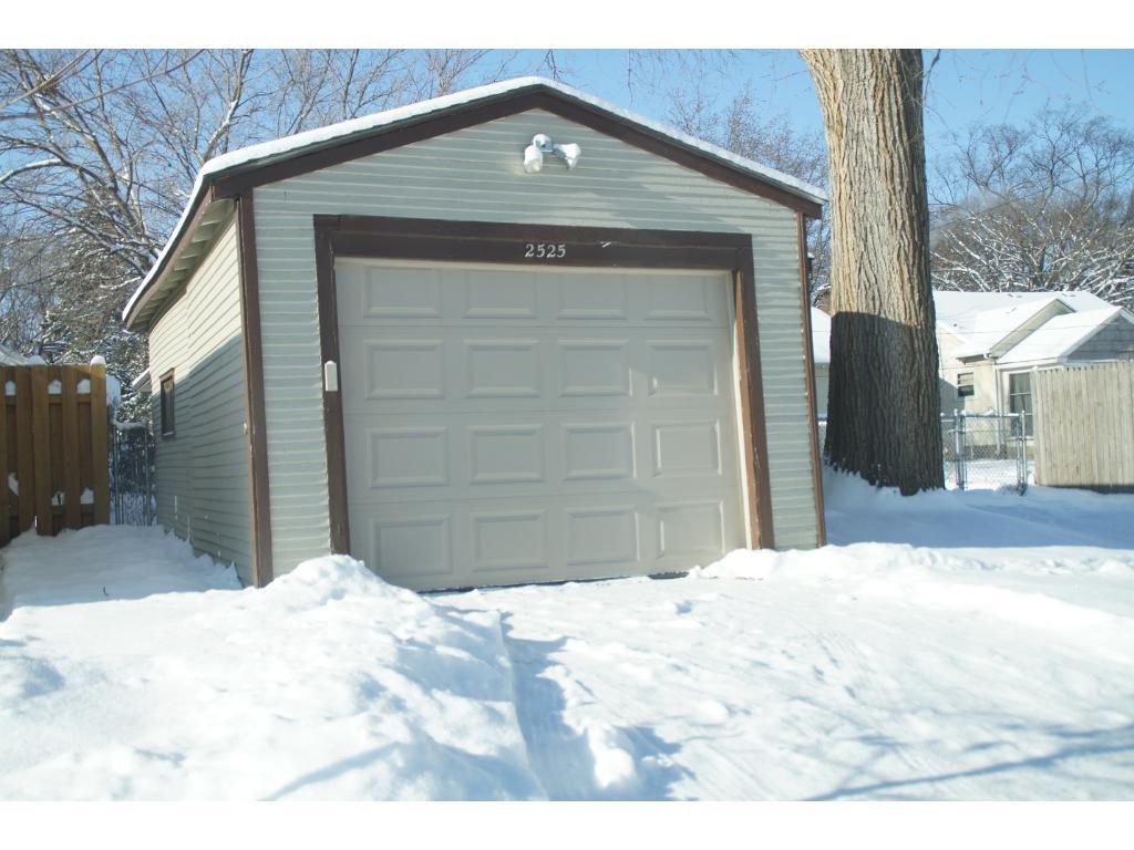 2525 31st avenue s minneapolis mn 55406 mls 4782056 for Automatic garage door company minneapolis