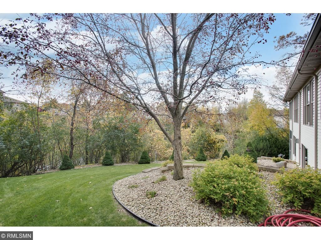 Captivating views! Yard also has an in-ground sprinkler for easy lawn maintenance.