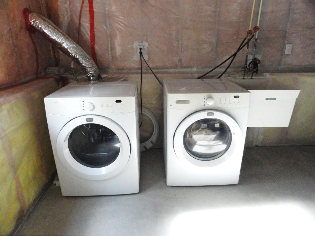 Laundry area.  Washer and dryer stay!