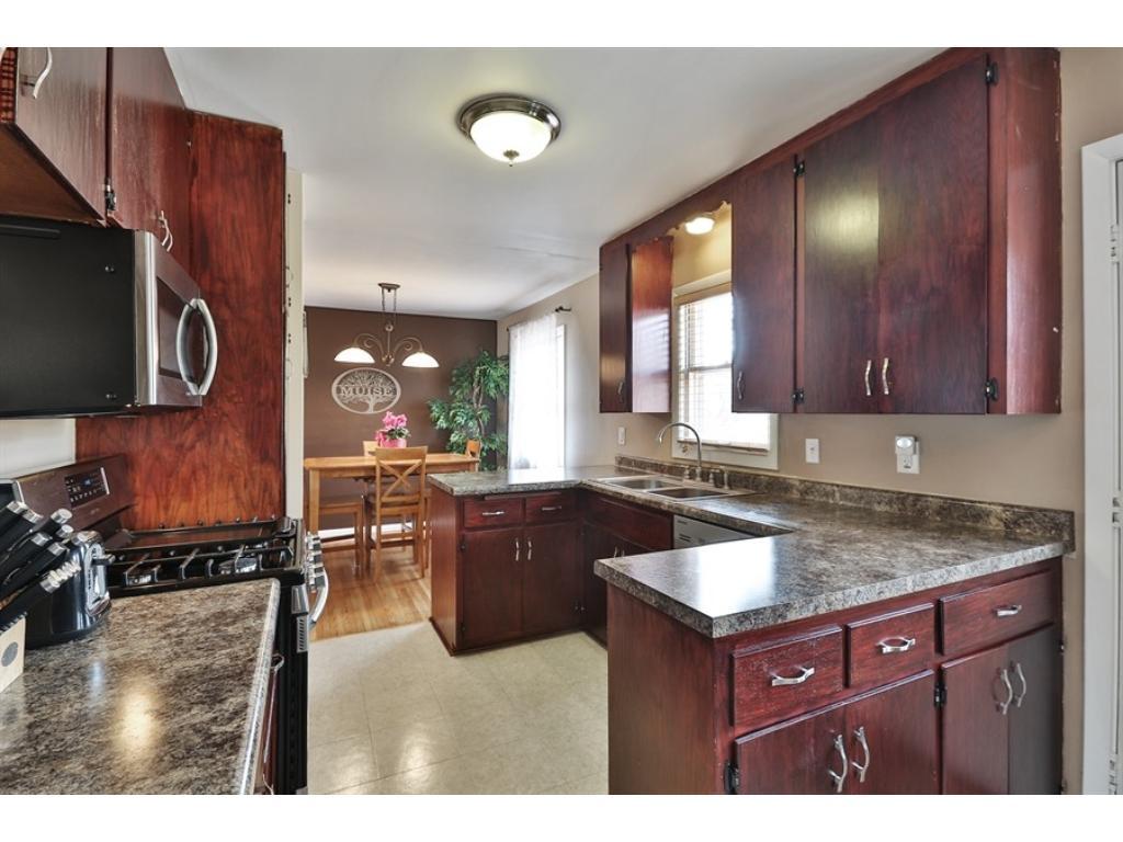 Riviera Kitchen Cabinets 2630 Riviera Drive S White Bear Lake Mn 55110 Mls 4812835