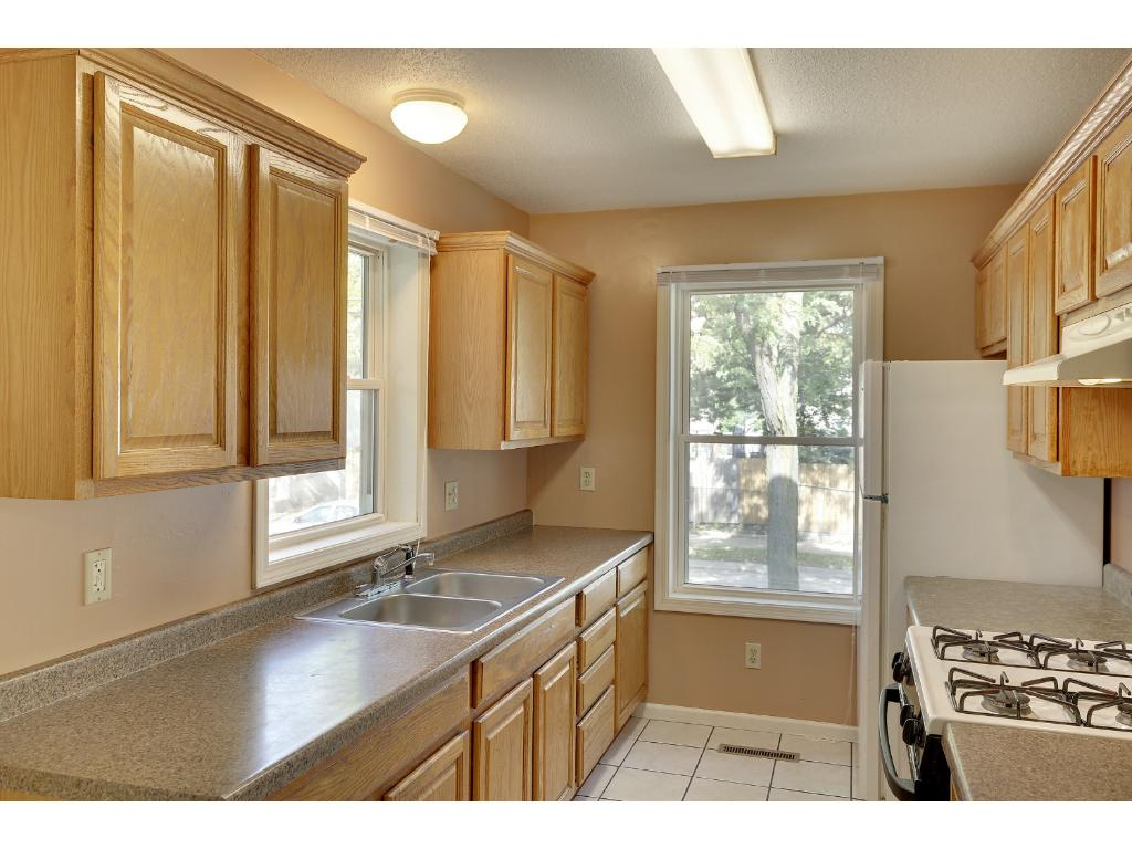 Nice kitchen with plenty of cabinetry and counter space