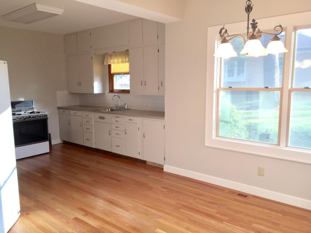Large eat-in kitchen, great for entertaining.