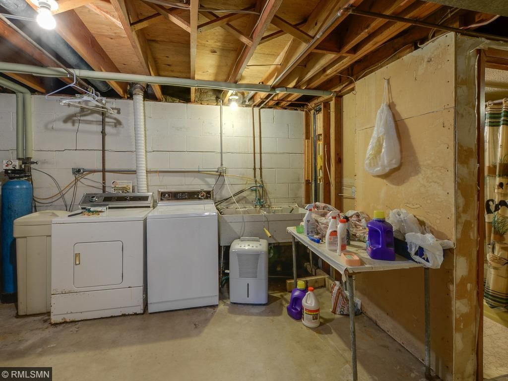 Good size laundry room.