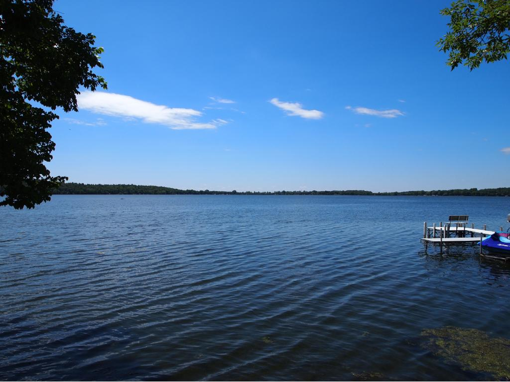 Cute and cozy 3 season cottage on beautiful lake Koronis one of Minnesota's best lakes for fishing and recreation