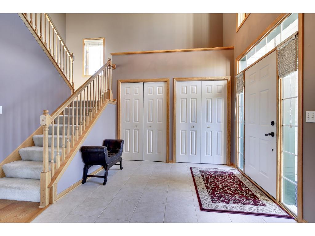 Wide open foyer for your guests