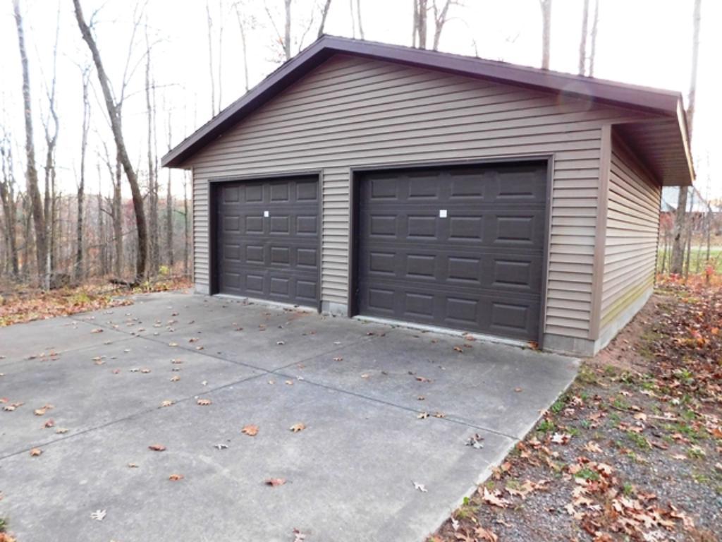 Detached garage - no power