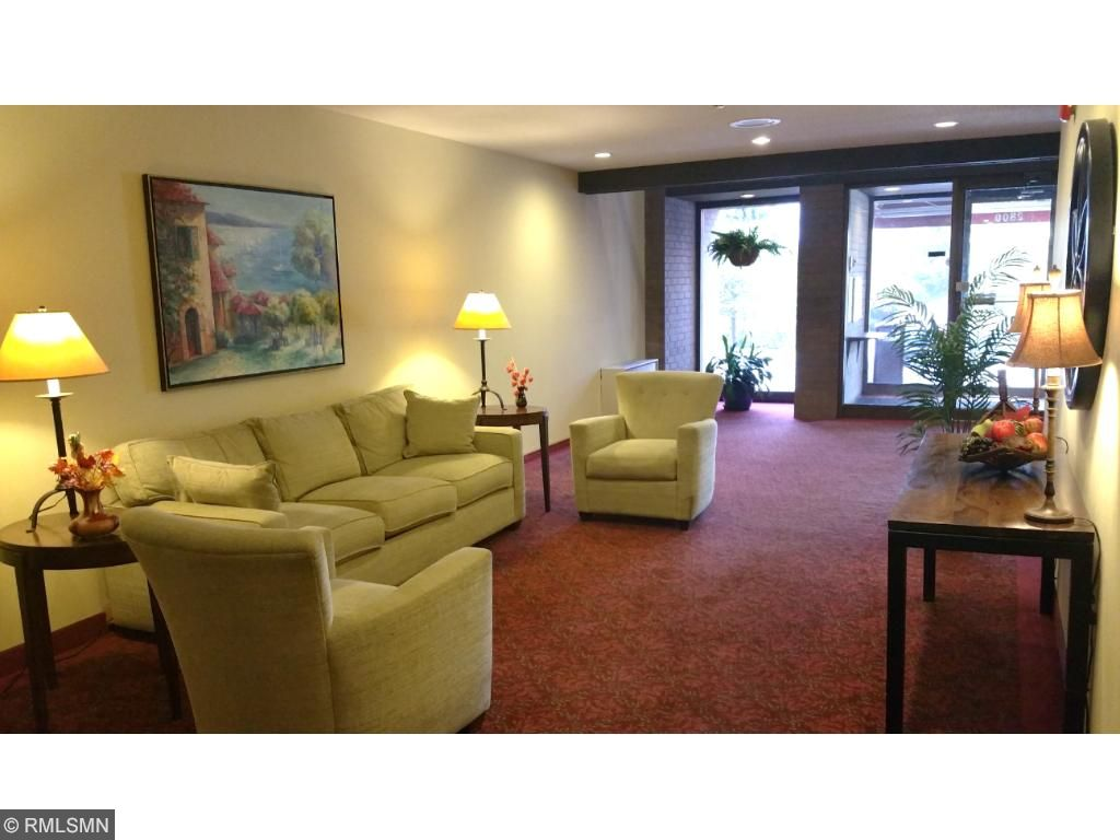 The welcoming main lobby reception area on the first floor of Hamline House. Greet your guests or sit awhile with neighbors and friends while waiting for mail or going swimming.