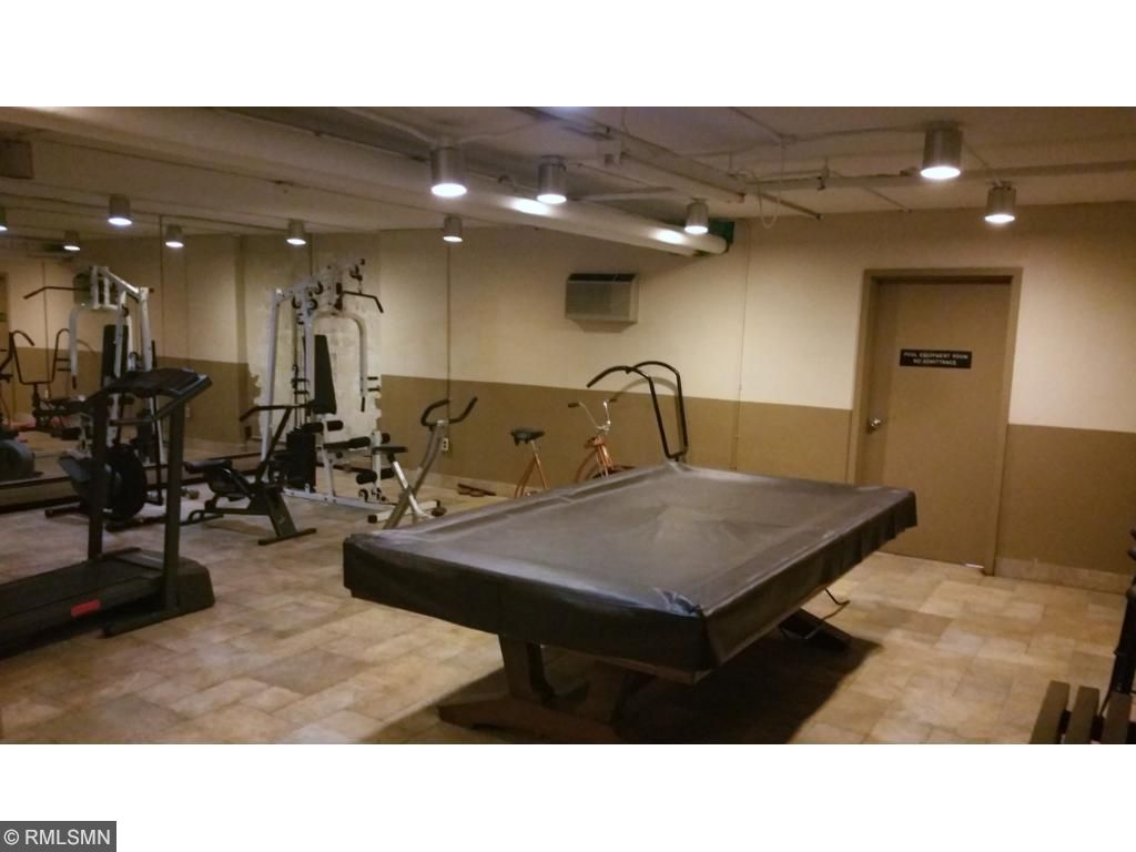 A professional billiards table is also located in the community complex.Treadmills and other equipment is also available nearby. Take your choice.