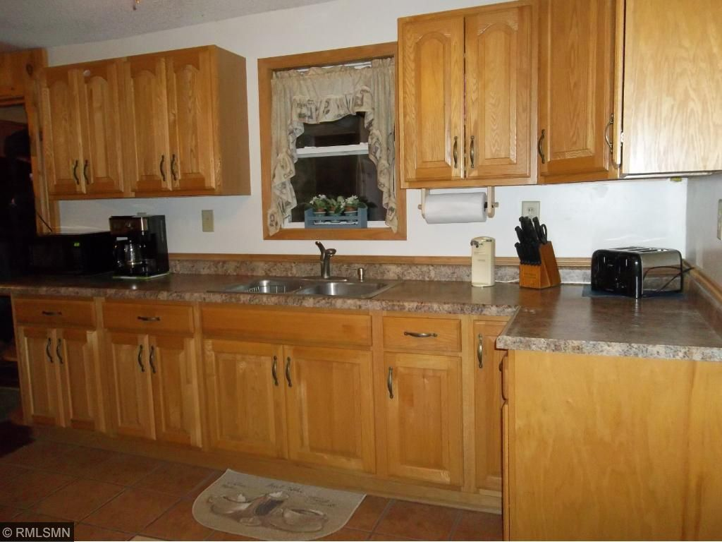 Newer Cupboards, countertop, flooringpull out shelving and soft close drawers