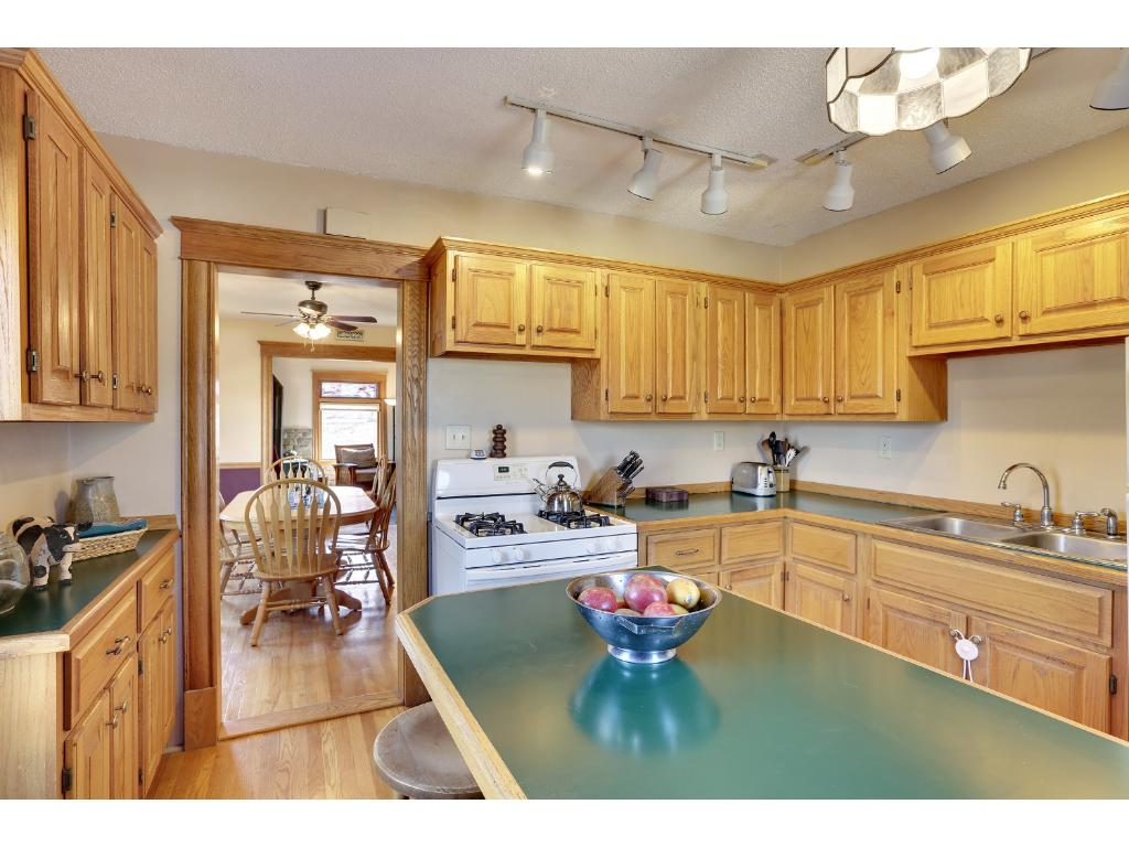 Large island in kitchen - upper